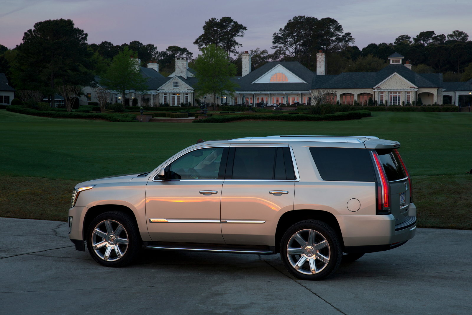 2017 cadillac escalade styles features highlights. Black Bedroom Furniture Sets. Home Design Ideas