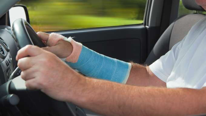 Types Of Car Insurance Coverage >> What Does Underinsured Motorist Coverage Cover? - CarsDirect
