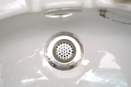 What You Need to Know When Unclogging Bathtub Drains ...
