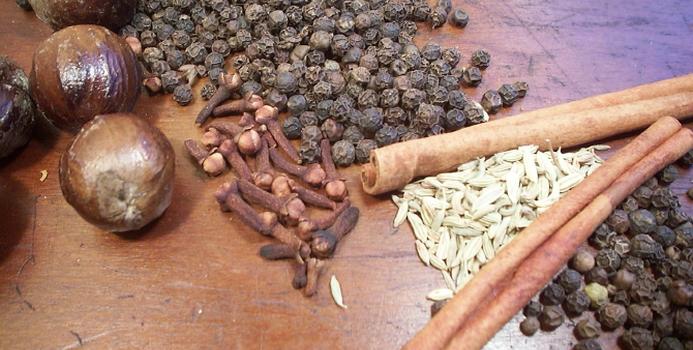 nutmeg_five spice cinnamon000000130335_Small.jpg