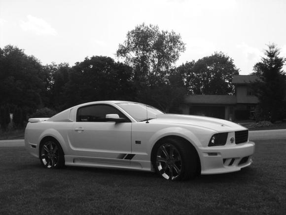 SALEEN WITH SCOOPS BLK AND WHT