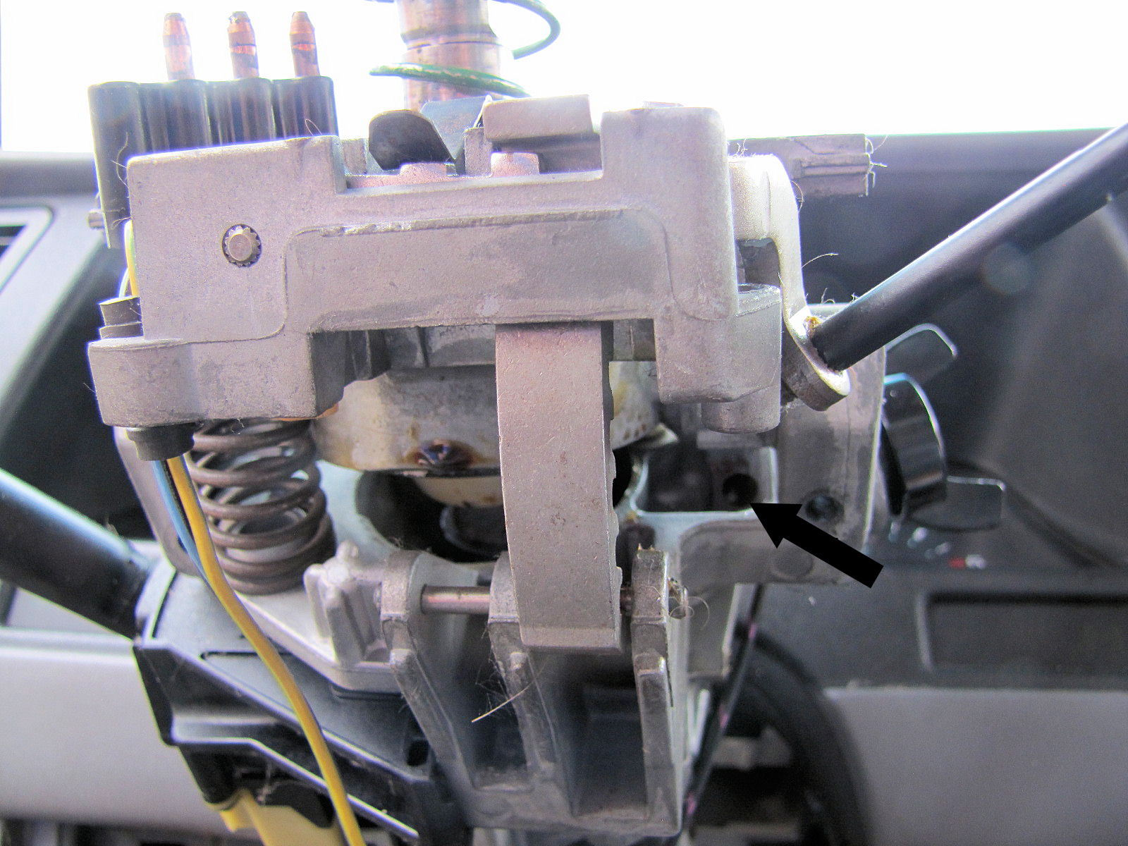 Ford F Battery Junction Box besides Ford Fusion Fuse Diagram Battery Junction Box Early further D Mustang Wiring Please Help Eec Wiring Diagram likewise  moreover Crap. on 2005 ford f 150 ignition switch