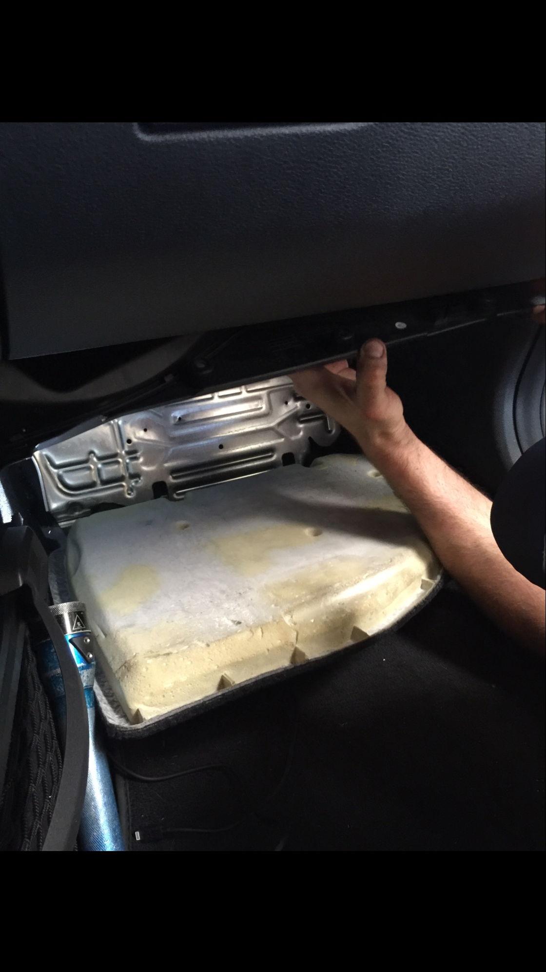 Cabin air filter replacement mercedes benz e350 youtube for Mercedes benz e350 cabin air filter