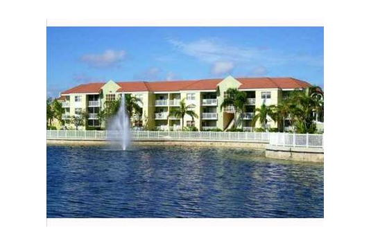 Le Club Apartments In Miami Fl Ratings Reviews Rent Prices And Availability