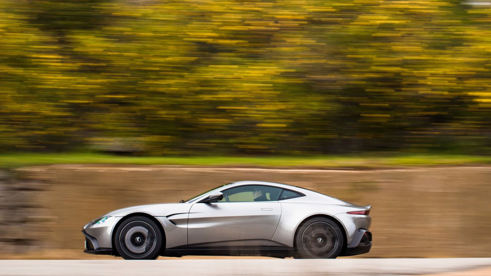 New Aston Martin Vantage Looks to Push the 911 Aside