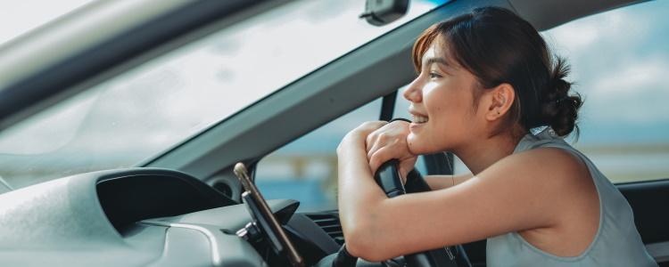 ¿Cómo obtengo un préstamo para automóvil en un Tote the Note Dealer?