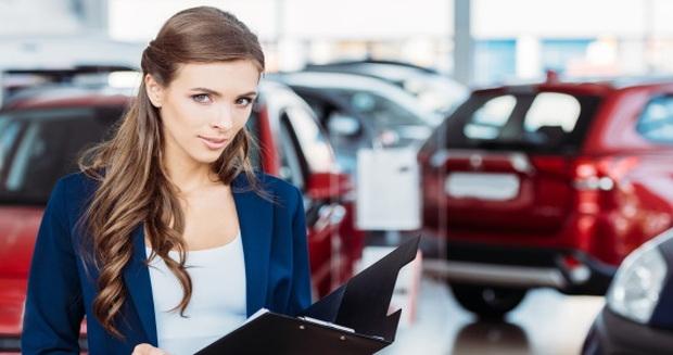 dealership saleswoman