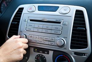 Car Stereo - Adjusting the Volume