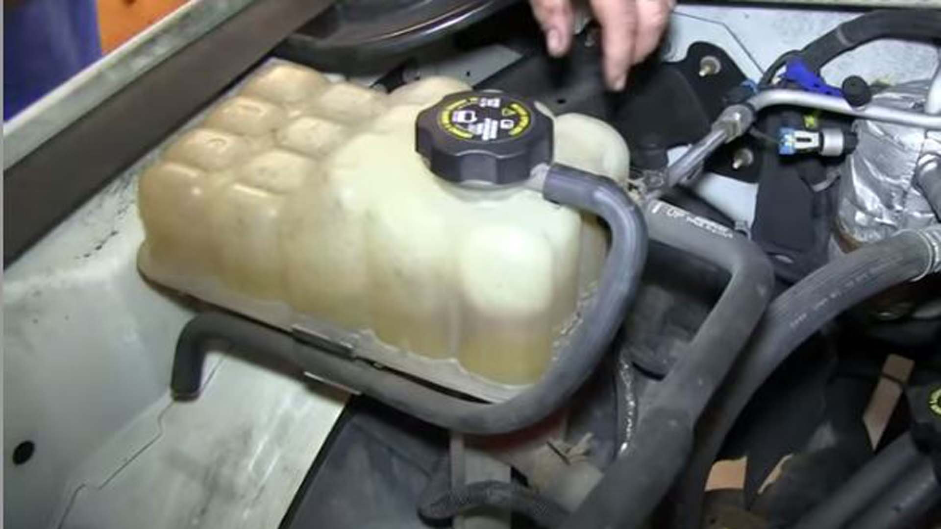 New Radiator Coolant Overflow Tank Bottle With Cap For Silverado Gm Sierra