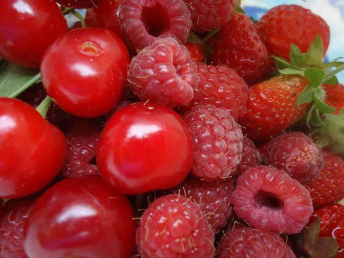 A few strawberries, raspberries and sour cherries