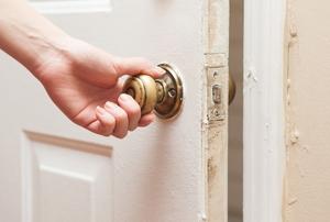 The doorknob and latch on an interior door.