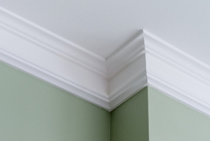 crown molding on green wall at ceiling with jutting corner