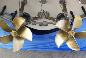 Double propeller of motor yacht