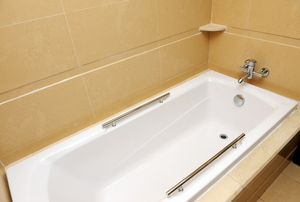 clean, adhesive-free bathtub