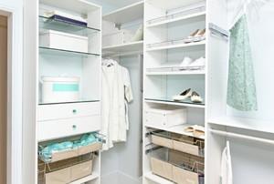 Custom organizer inside a closet