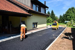 installing asphalt