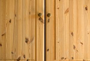 wood-grain cabinet doors