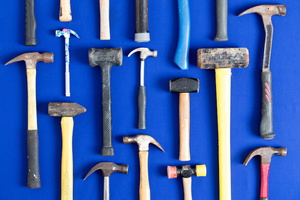 What Is the Difference Between a Claw Hammer and a Rip Hammer?