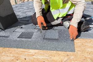 Roofing Materials - Asphalt Versus Metal