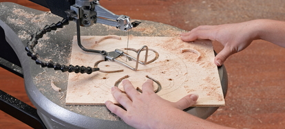 Adjusting the tension of a scroll saw blade doityourself adjusting the tension of a scroll saw blade adjusting the tension of a scroll saw blade keyboard keysfo