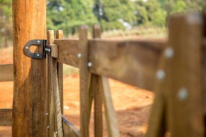 Wood Fencing 101 | DoItYourself com