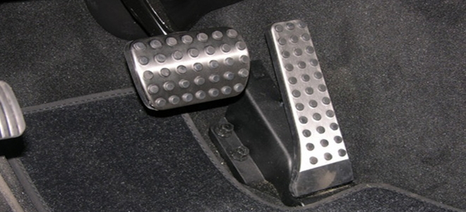 5 Signs of a Bad Throttle Position Sensor | DoItYourself com
