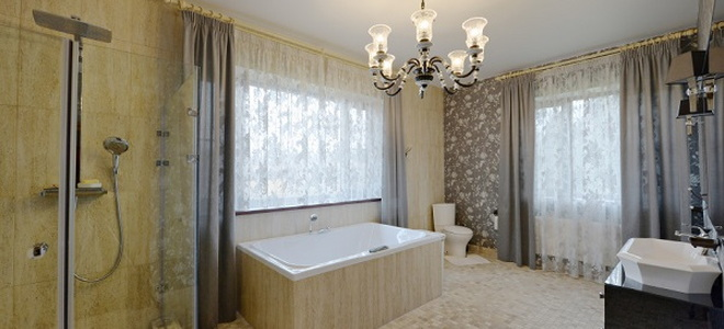 bathroom with chandalier