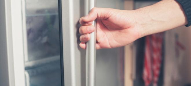 Repair a Freezer Door Seal Repair a Freezer Door Seal & Repair a Freezer Door Seal | DoItYourself.com