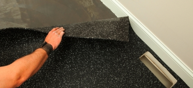 4 types of rubber flooring doityourself durable and easy to maintain rubber flooring comes in a range of options whether for a kitchen garage basement or playroom youll find a variety solutioingenieria Images