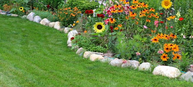How To Clean Your Flower Bed Doityourself Com