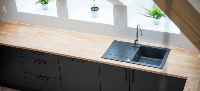 Porcelain Vs Black Kitchen Sinks Doityourself Com