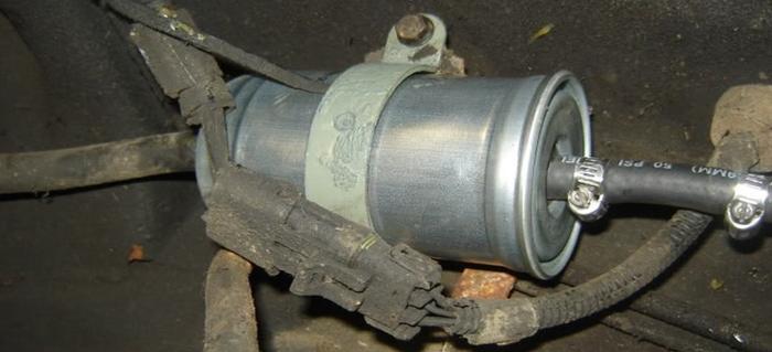 6 Common Fuel Filter Problems   DoItYourself.com