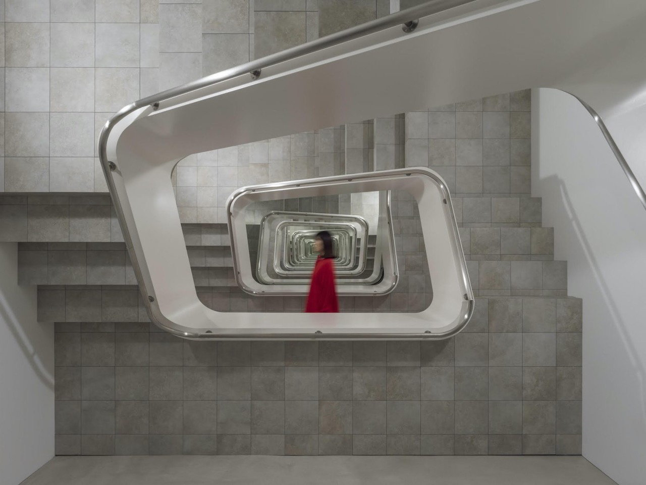 """Surreal """"Infinity Staircase"""" Installation Seems to Go On Forever"""