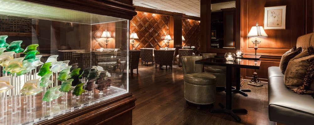 Lounge and Lalique decorative aquarium