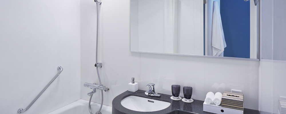 Bath amenities include the Bergamot and Tea Tree line by Nirvae Botanicals.