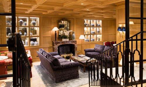 Wood lounge