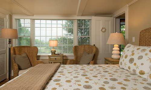 Deluxe Queen Bedroom