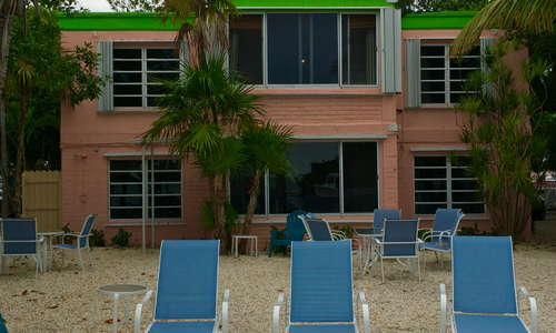 This is the outside common area for our Dolphin Building Guests. This building has 2 guest rooms and 2 apartments. Waterviews and a dock.