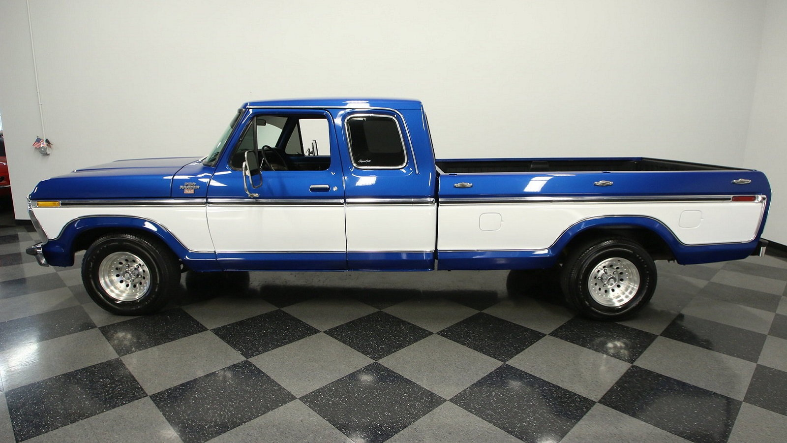 Daily Slideshow 1977 Ford F 150 Super Cab Is One Smooth Cruiser Ford Trucks