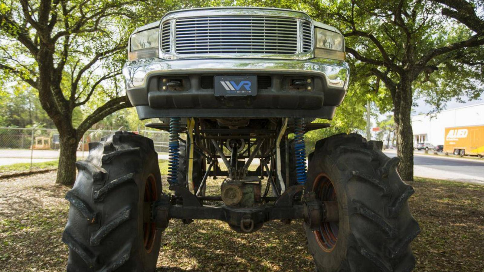 Monstrous Ford F-350 Eats Mud for Dinner