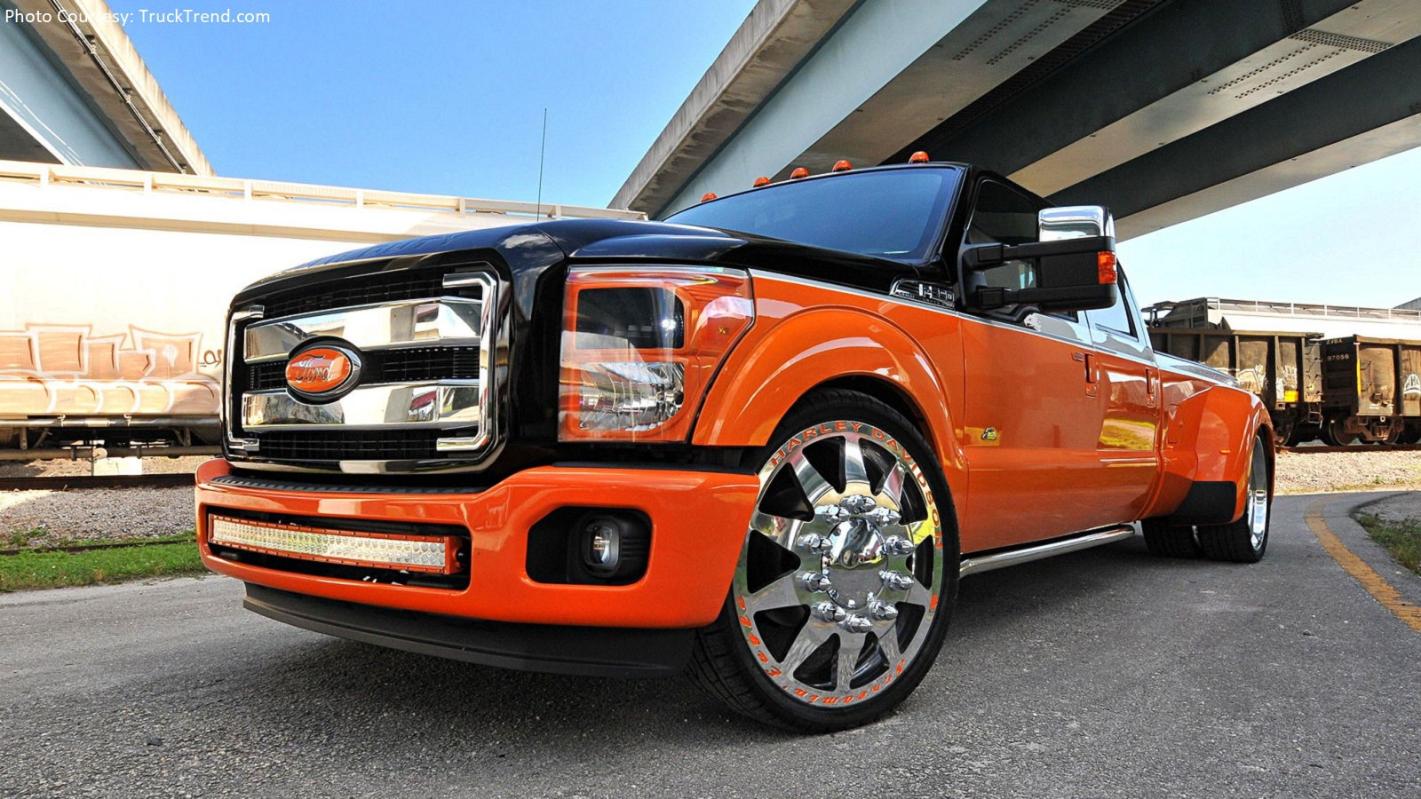 Slammed Ford F-450: The Perfect Harley Companion