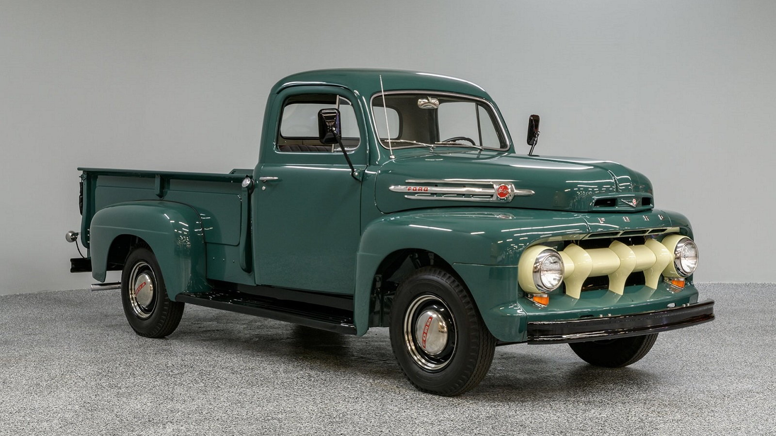 Immaculately Restored '52 Ford F2 Looks Too Good to Be True