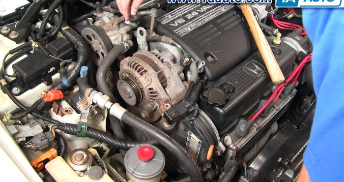 honda civic why does radio turn on and off