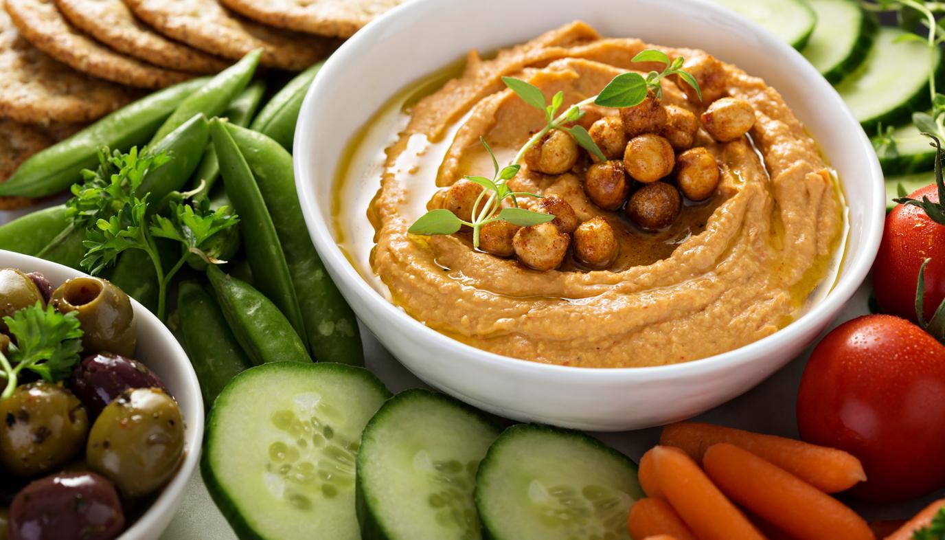 vegetables and hummus dip