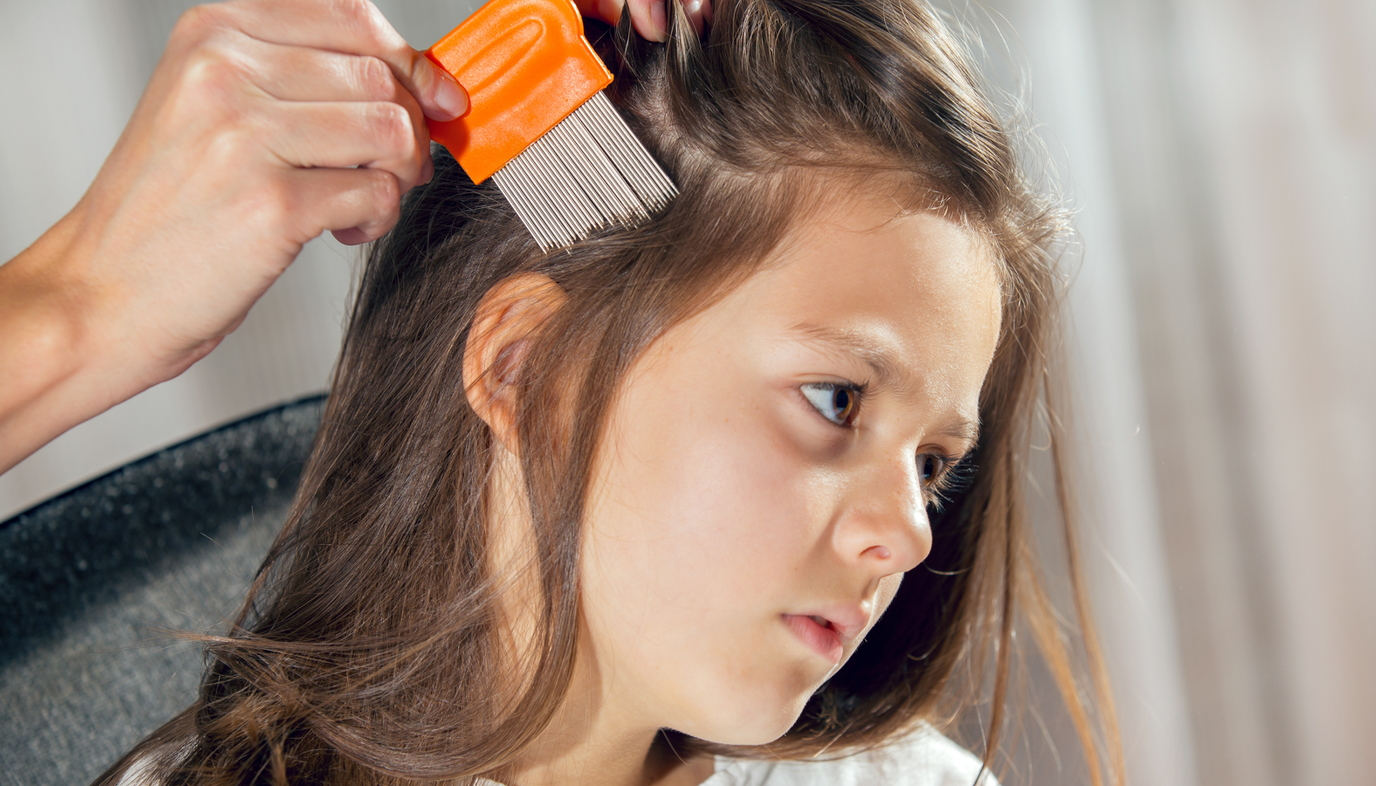 mom combing hair to remove lice