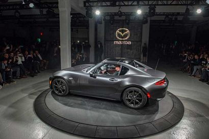 2017 Mazda MX-5 Miata RF side view