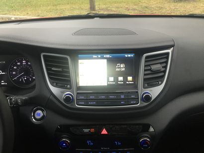 2016 Hyundai Tucson Limited AWD center stack