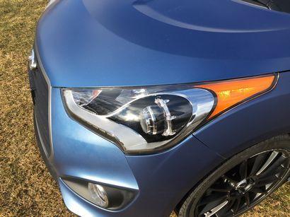 2016 Hyundai Veloster Rally Edition 1.6L Turbo headlight detail