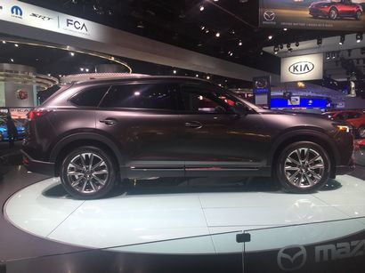 2016 Mazda CX-9 Signature side view