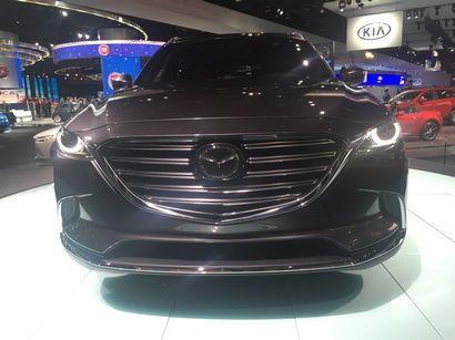 2016 Mazda CX-9 Signature grille detail